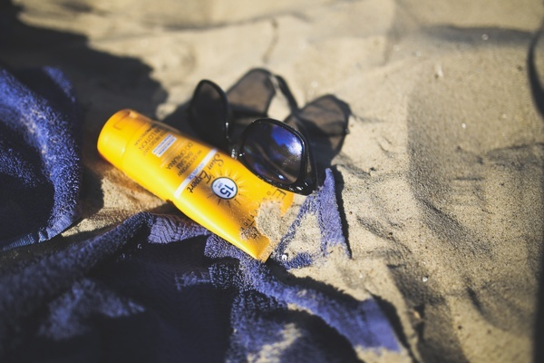 rsz_kaboompicscom_sunblock_balm_on_the_beach-1
